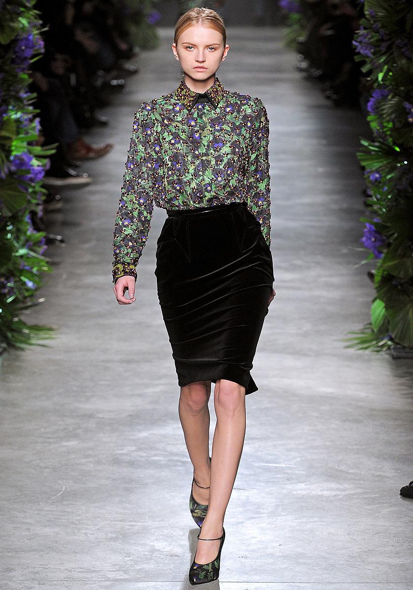 Прозрачная блузка бархатная юбка фото порно 10 фотография