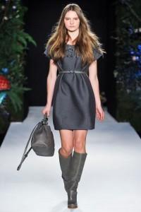 С чем носить замшевые сапоги на каблуке фото (12)