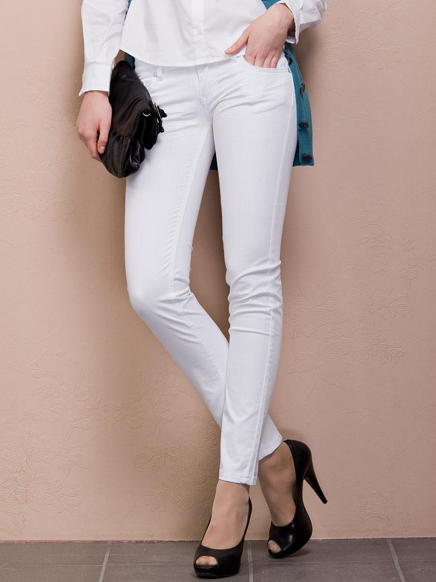 Фото женщин в белых брюках 12 фотография