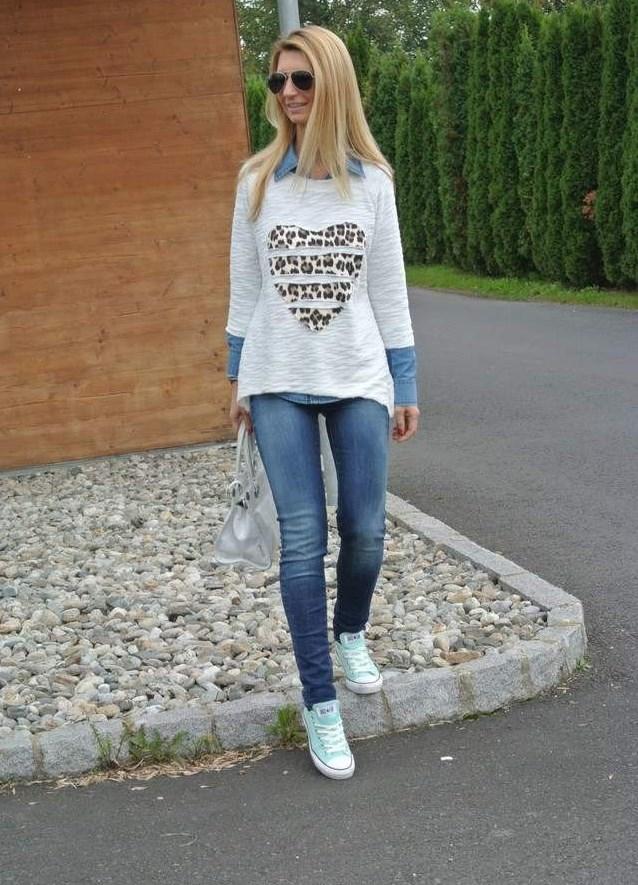 С чем носить светлые кеды