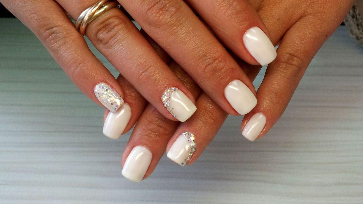 Фото белого шеллака на ногтях