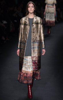 модные пальто из блестящей ткани фото (11)