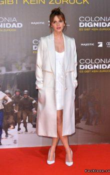 модные пальто из блестящей ткани фото (2)