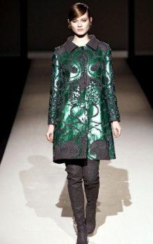 модные пальто из блестящей ткани фото (5)