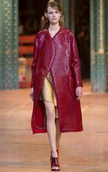 модные пальто из блестящей ткани фото (7)