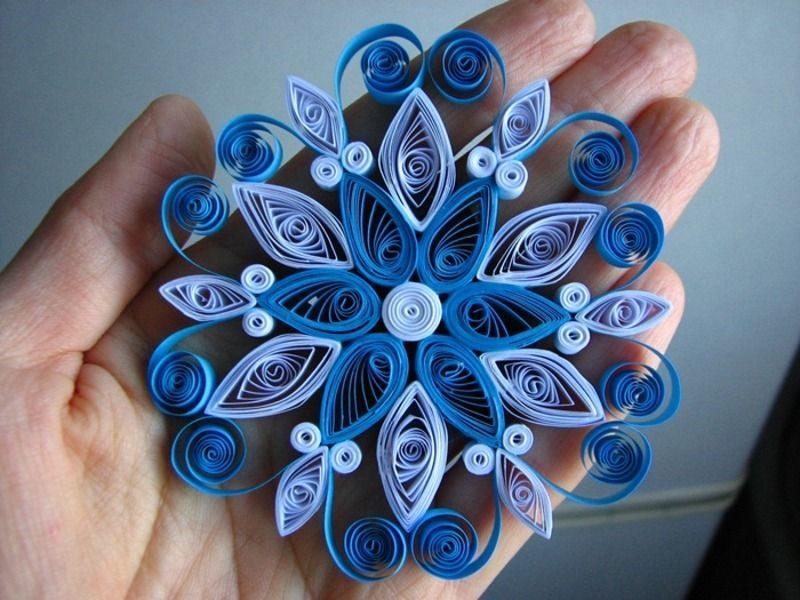 Сине-белая снежинка