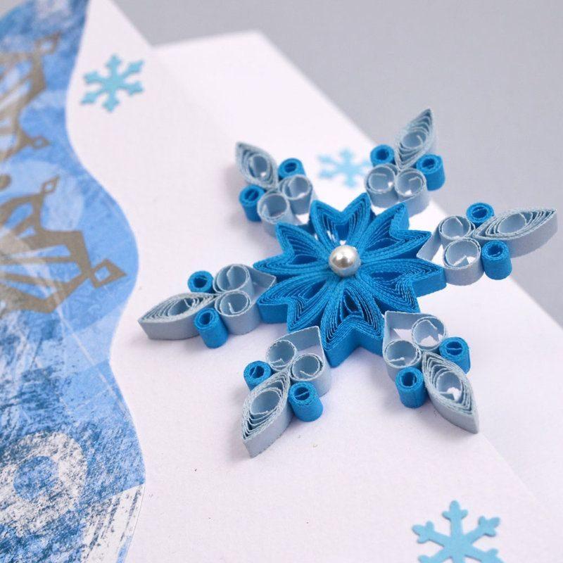 Красивая объемная снежинка
