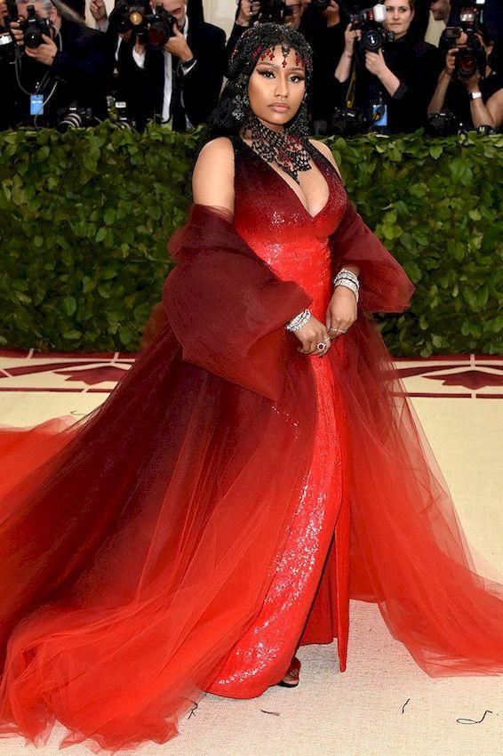 Красное платье: Супер женственные новинки 2019 года
