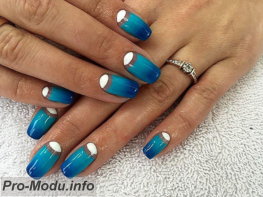 Яркий дизайн ногтей в синем цвете