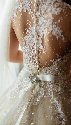 svadebnie-platiya-s-otkritoy-spinoy (13)