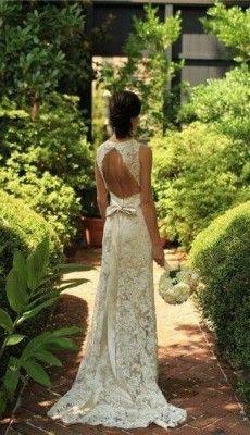 svadebnie-platiya-s-otkritoy-spinoy (17)