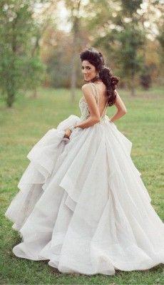 svadebnie-platiya-s-otkritoy-spinoy (62)