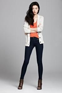 С чем носить узкие женские брюки фото (33)