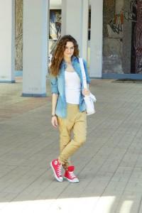 с чем носить красные и голубые кеды фото (13)